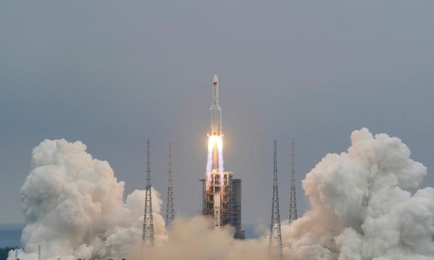 Restos del cohete chino cayen en el Océano Índico