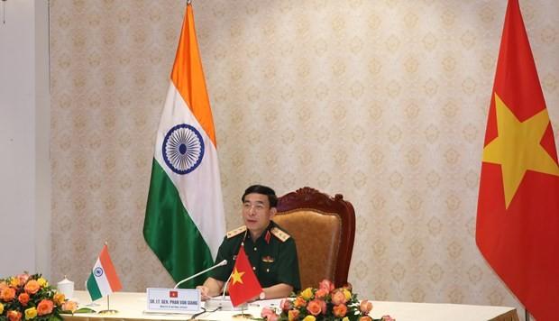 Ministros de Defensa de Vietnam y de la India conversan sobre relaciones bilaterales