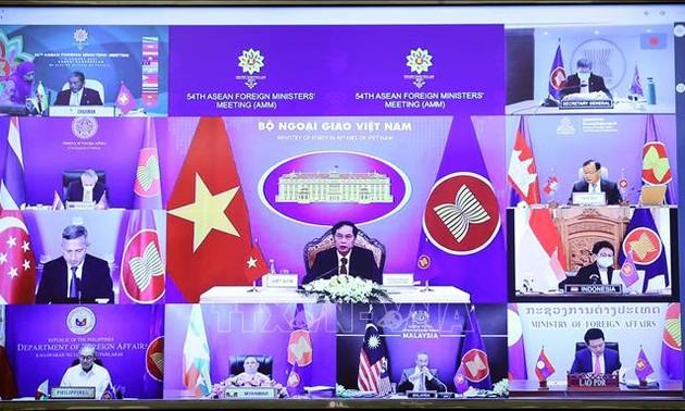 Canciller vietnamita asiste a 54 Reunión de Ministros de Relaciones Exteriores de la Asean