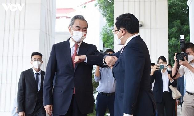 China reafirma su prioridad al desarrollar las relaciones integrales con Vietnam