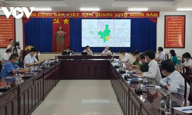 Viceprimer ministro inspecciona trabajo anticovid-19 en Binh Duong