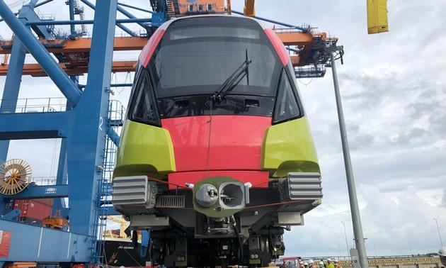Llega a Vietnam el último tren del proyecto de ferrocarril urbano de Nhon-estación Hanói