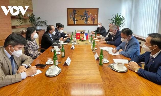 Vietnam fortalece lazos con provincia checa