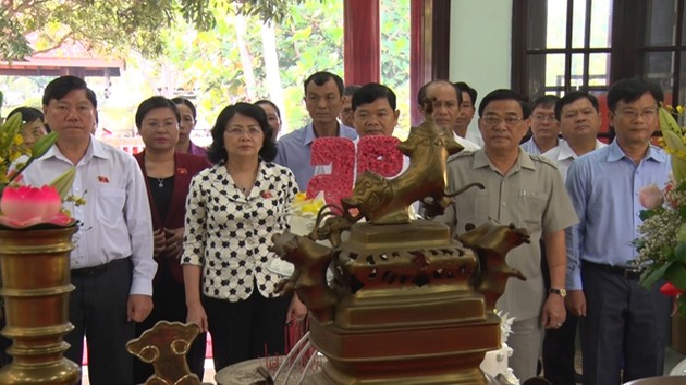 Dang Thi Ngoc Thinh rencontre l'électorat de Vinh Long