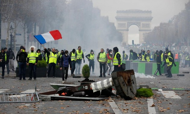 Gilets jaunes: les Champs-Elysées seront ouverts samedi aux piétons
