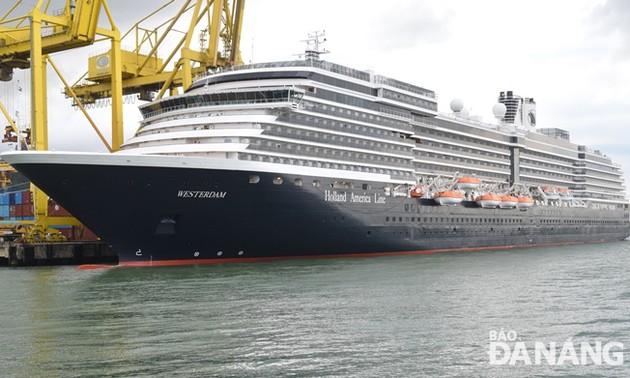 Da Nang accueille un navire touristique étranger