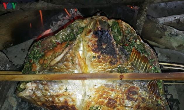 Le poisson plié grillé des Thaï du Nord-Ouest
