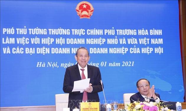 Les meilleurs chefs de PME  reçus par Truong Hoa Binh