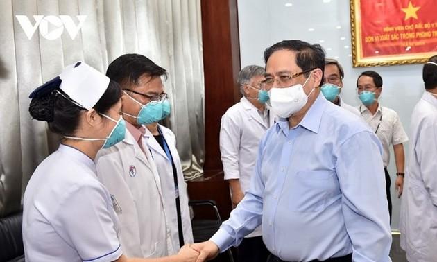 Le Premier ministre encourage les forces en première ligne contre l'épidémie de Covid-19