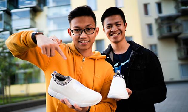 Deux jeunes vietnamiens qui fabriquent des sneakers à base de café honorés par Forbes Europe