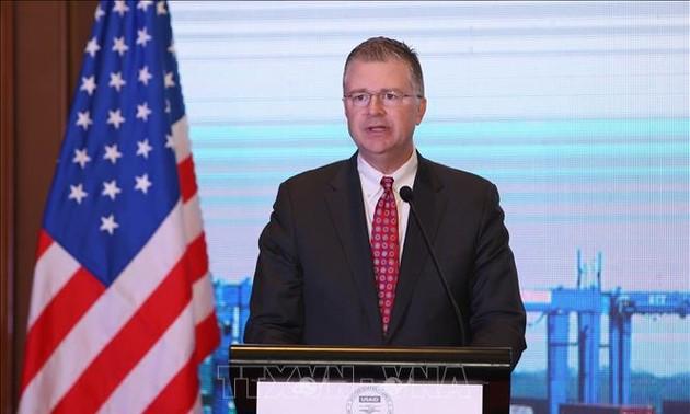 Le Têt aux yeux des ambassadeurs français et américain