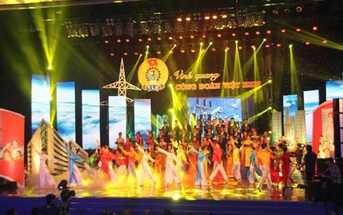 Live broadcast honors Vietnam's Labor Union