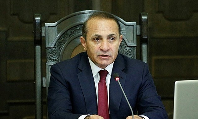 Armenian government prioritizes a peaceful resolution
