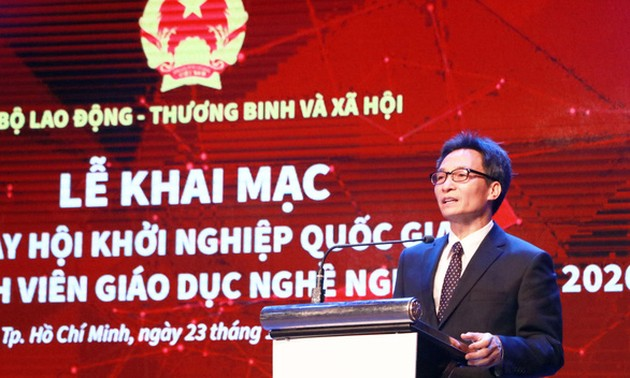 """Students urged to take lead in making Vietnam """"Asia's dragon"""""""