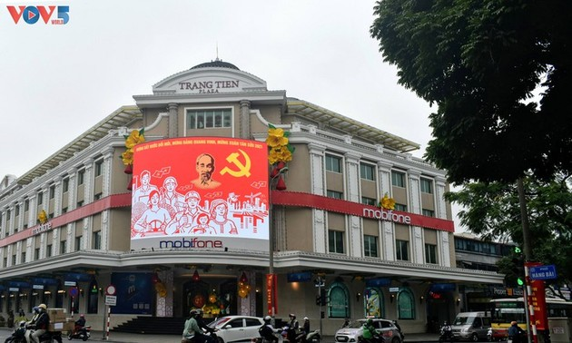 Hanoi streets decorated for National Party Congress