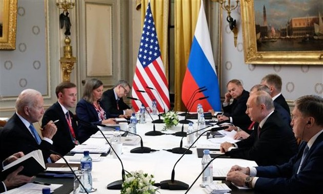 Kremlin: US trying to contain Russia after summit