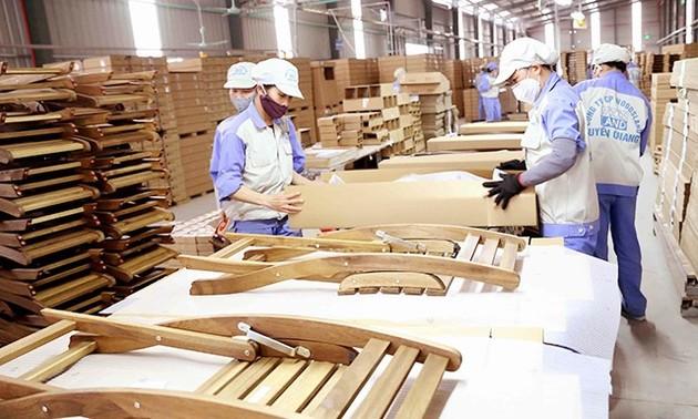 Trotz Schwierigkeiten wegen der Covid-19-Epidemie wächst der Export von Holz und Holzprodukten