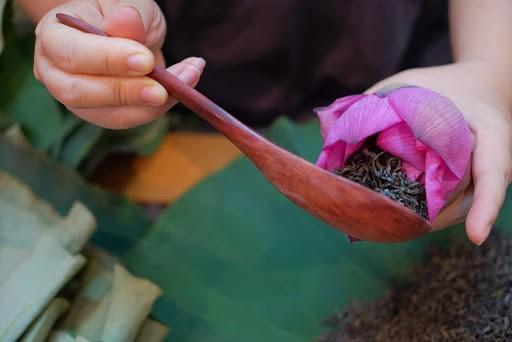 Le thé expéditivement aromatisé au lotus