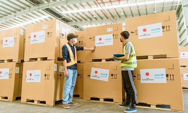 300 réfrigérateurs à vaccins offerts par le Japon arrivent au Vietnam