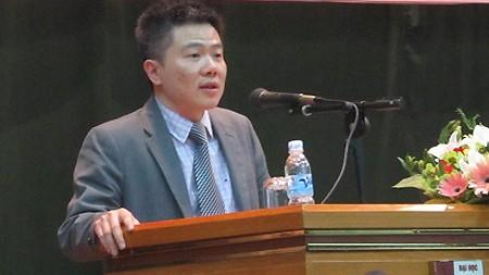 Giáo sư Ngô Bảo Châu trò chuyện với sinh viên Thành phố Hồ Chí Minh