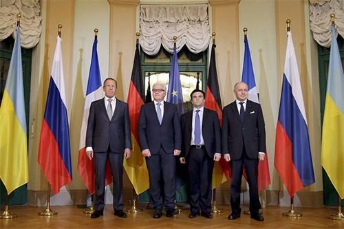 """""""Нормандская четверка"""" призвала к отводу в Донбассе артиллерии и тяжелых вооружений"""