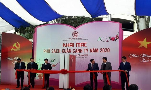 В Ханое открылась новогодняя книжная улица
