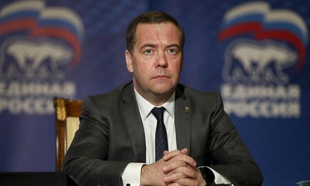 Медведев назвал соглашение ОПЕК о сокращении добычи нефти возможной причиной отрицательных цен на нефть