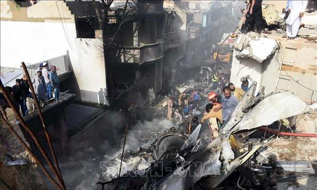 Черные ящики сбитого самолёта в Пакистане были доставлены во Францию