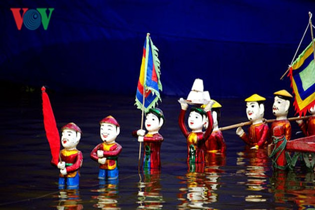 Menikmati kesenian tradisional di Kota Ha Long