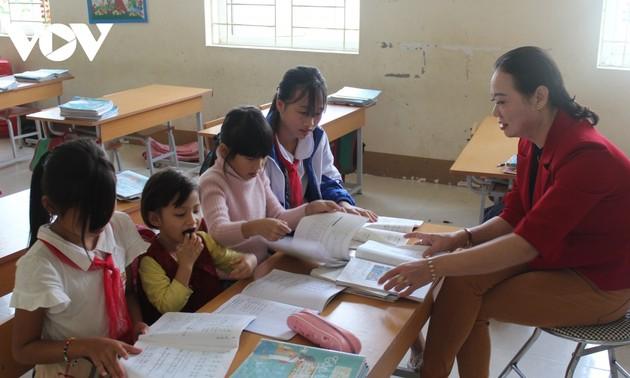 Buguru Etnis Minoritas Dao dan Hati demi Anak-Anak yang tidak Punya Sandaran Hidup
