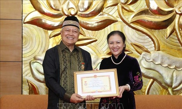 Turut Mendorong Hubungan Persahabatan, dan Kerjasama Antar-Rakyat Dua Negeri Vietnam-Indonesia