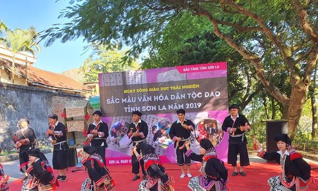 Tarian Giring-Giring yang Khas dari Warga Etnis Minoritas Dao Tien di Kabupaten Van Ho, Provinsi Son La