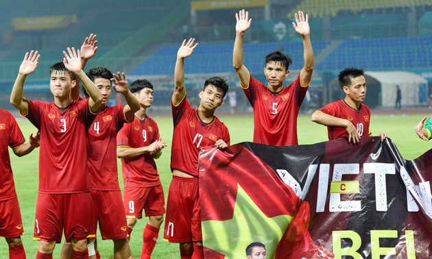 ASIAD 2018: International media applaud Vietnamese football squad