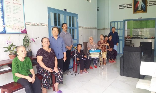 Nursing home for single elderly people