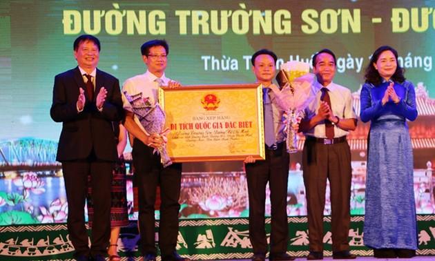 Menerima daftar pemeringkatan situs peninggalan sejarah nasional istimewa Jalan Truong Son – Jalan Ho Chi Minh