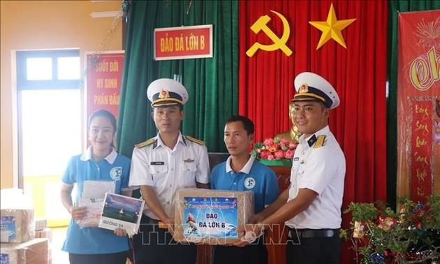 Kegiatan-Kegiatan Berrkunjung dan Mengucapkan Selamat Tahun Baru kepada Tentara dan Rakyat di Pulau-Pulau di Kepulauan Truong Sa (Spratly)