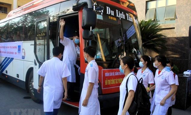 Lebih dari 2.700 Personil Kesehatan, Mahasiswa Kedokteran dan Farmasi Membantu Provinsi Bac Ninh dan Provinsi Bac Giang Mencegah dan Menanggulangi  Wabah Covid-19