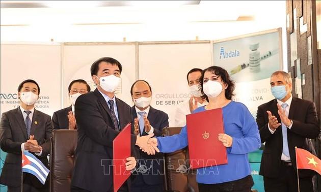 Presiden Nguyen Xuan Phuc Saksikan Upacara Penandatangan Banyak Program Kerja Sama Penting antara Vietnam dan Kuba