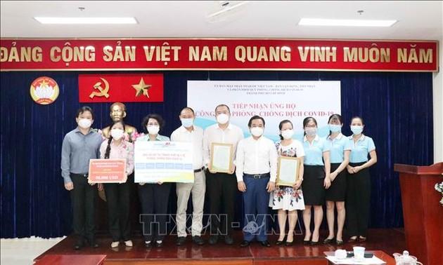 Kota Ho Chi Minh Terima Dukungan Dana Pencegahan dan Penanggulangan Wabah Covid-19 dari Badan Usaha