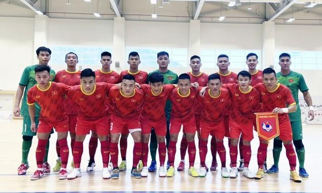 Die vietnamesische Futsal-Mannschaft gewinnt das Freundschaftsspiel gegen das irakische Team mit 2:1