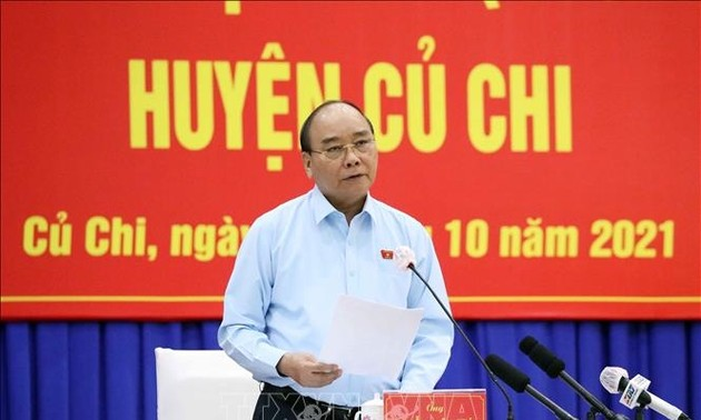 Staatspräsident Nguyen Xuan Phuc trifft Wähler in Ho-Chi-Minh-Stadt