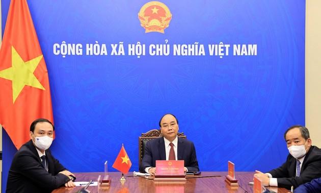 응우옌 쑤언 푹 (Nguyễn Xuân Phúc)주석, 한-베 친선협회 회장과 온라인 미팅