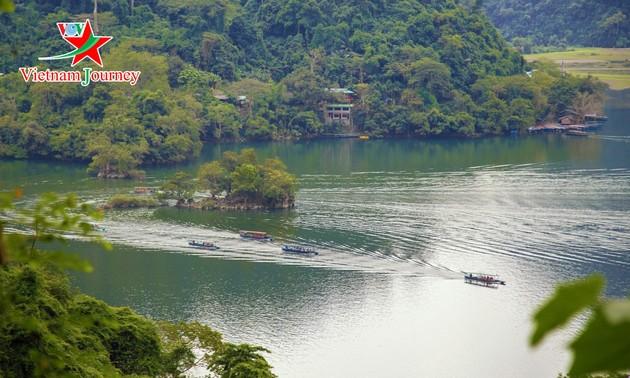 비엣박 산림의 인상적인 관광지 바베 호수