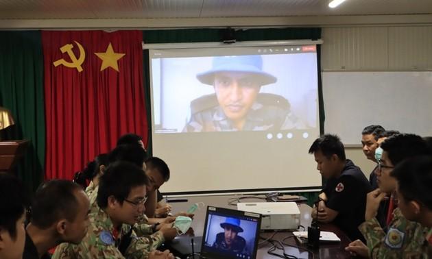 越南与印度野战医院举行在线培训
