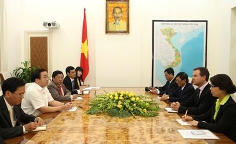Deputy Prime Minister Hoang Trung Hai receives CITES General Secretary