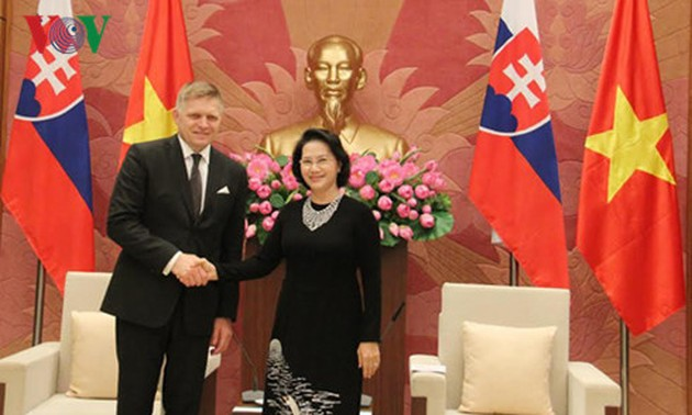 Vietnamese leaders receive Slovakian Prime Minister