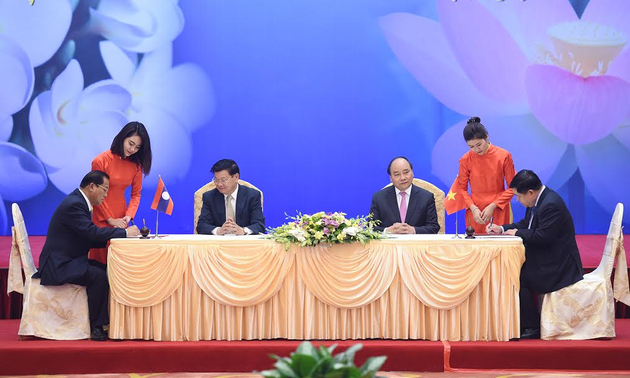 Laotian newspapers hail the success of the 39th Vietnam Laos Joint Governmental Committee meeting