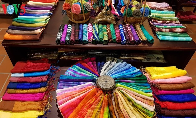 Festival promotes 1,000-year silk weaving village