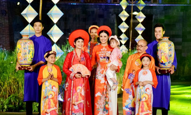 Ao Dai along heritage path shows its uniqueness