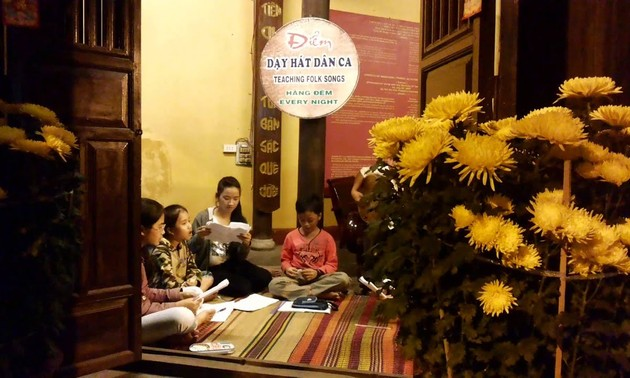 Quang region's folk singing preserved in Hoi An